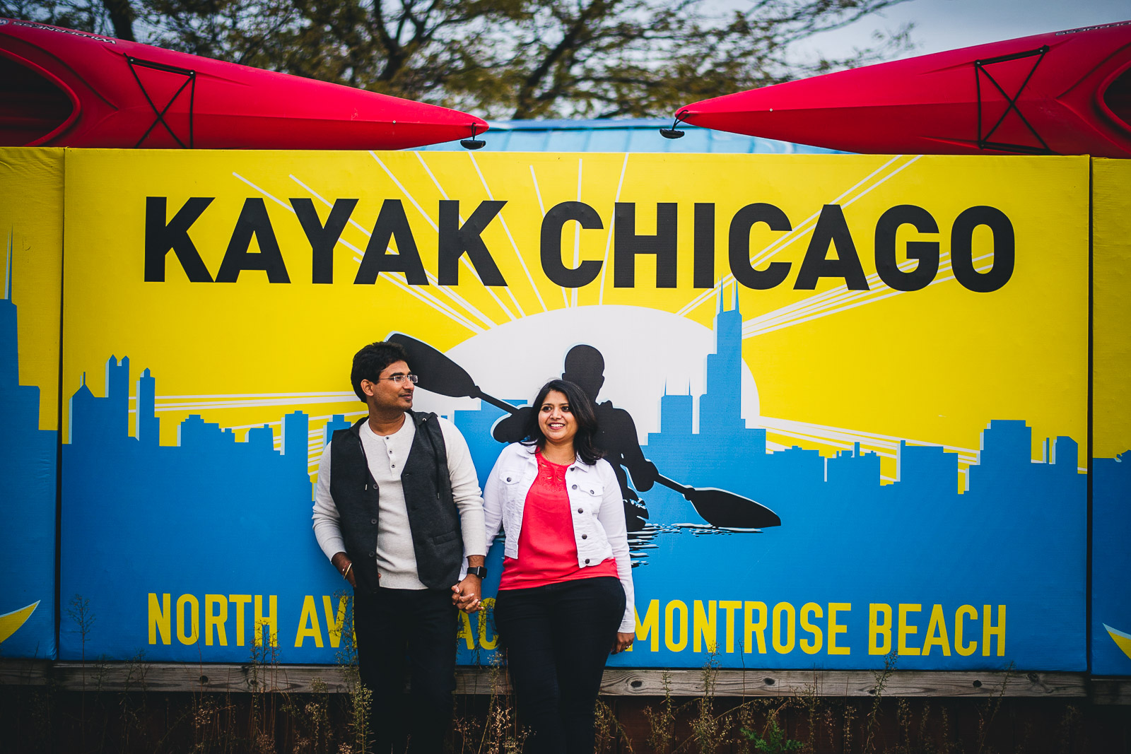 13 colorful engagement photos - Downtown Chicago Engagement Session // Mikita + Singh