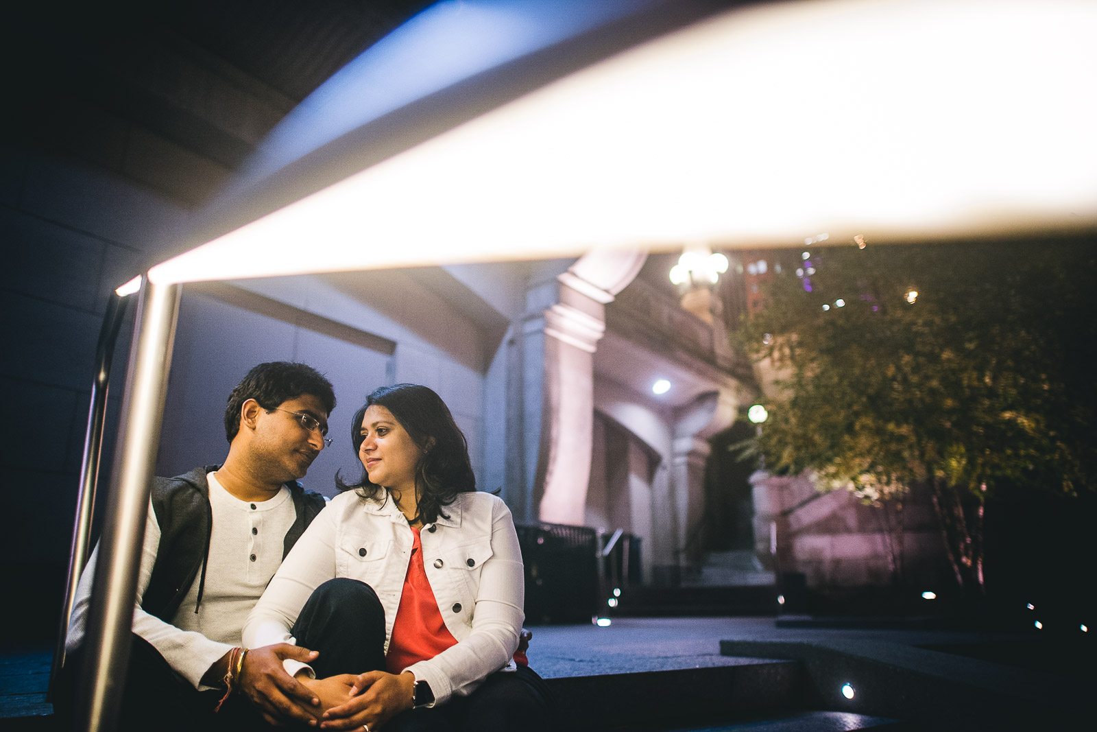 20 amazing engagement photos - Downtown Chicago Engagement Session // Mikita + Singh