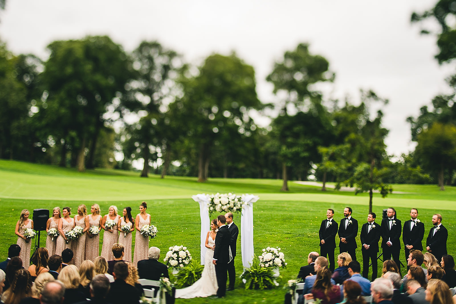 37 outdoor wedding photography at medinah country club