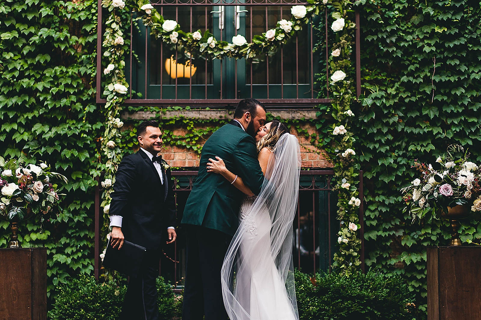 39 ivy room first kiss photos - Ivy Room Chicago Wedding Photos // Bethany + Anthony
