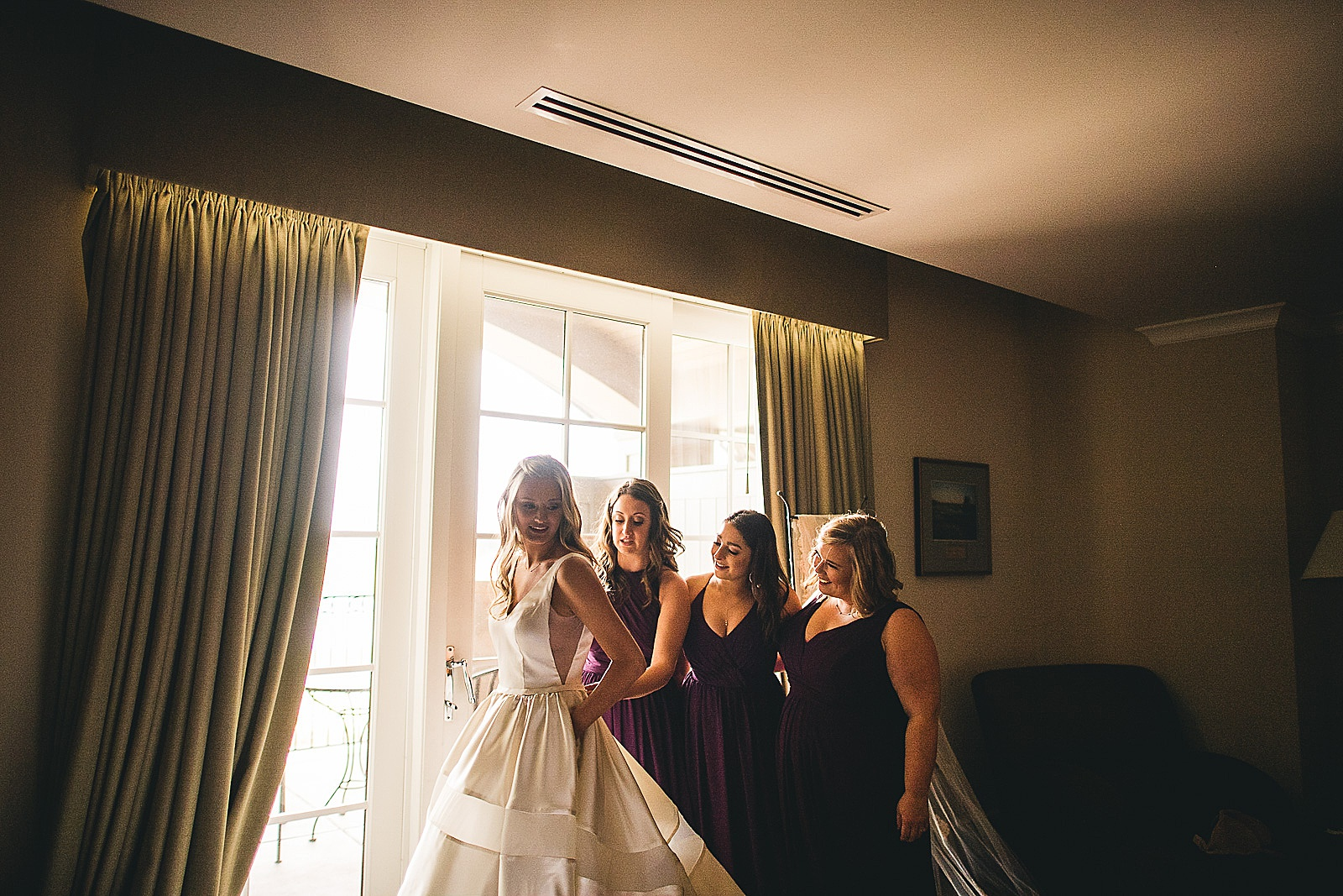 11 bridesmaids getting bride ready - The Glen Club Wedding Photos // Katie + Nick