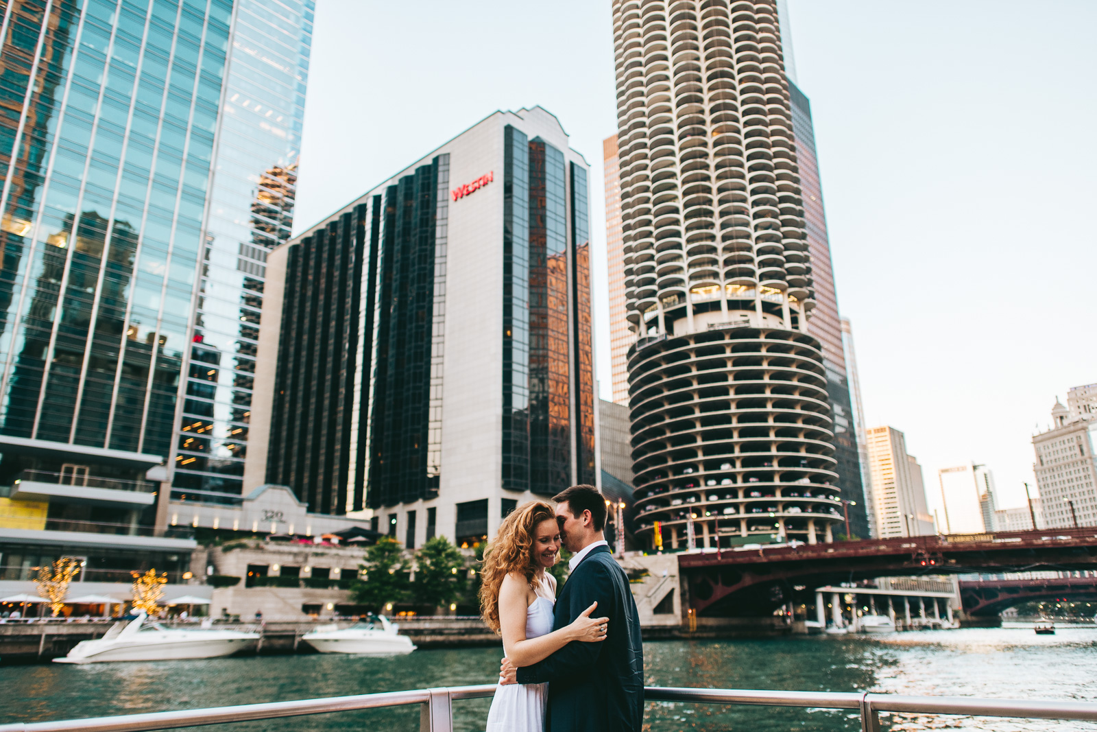 18 fun chicago proposal photos - Chicago Skyline Proposal // Chris + Chrissi