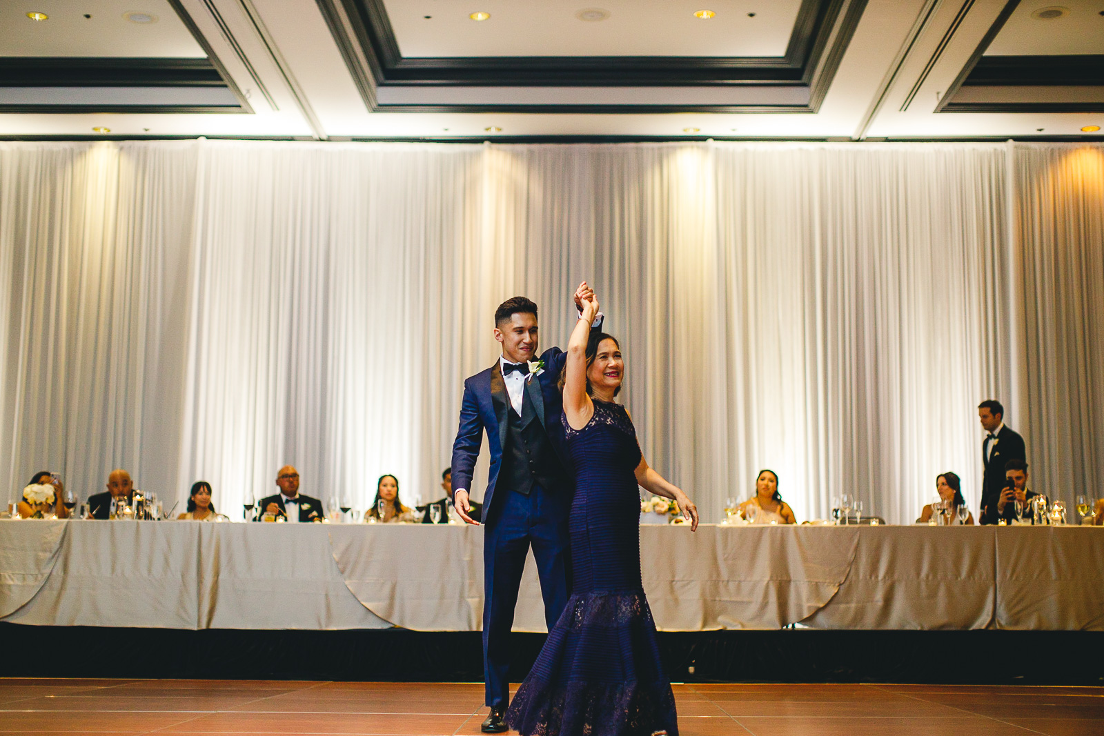 83 renaissance hotel chicago wedding photos - Renaissance Hotel Chicago Wedding Photos // Francine + RJ