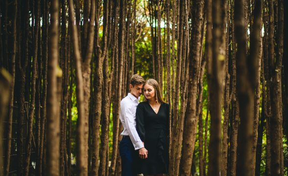 amazing engagement photos in chicago 588x360 - Chicago Fall Engagement Photos // Marta + Kevin